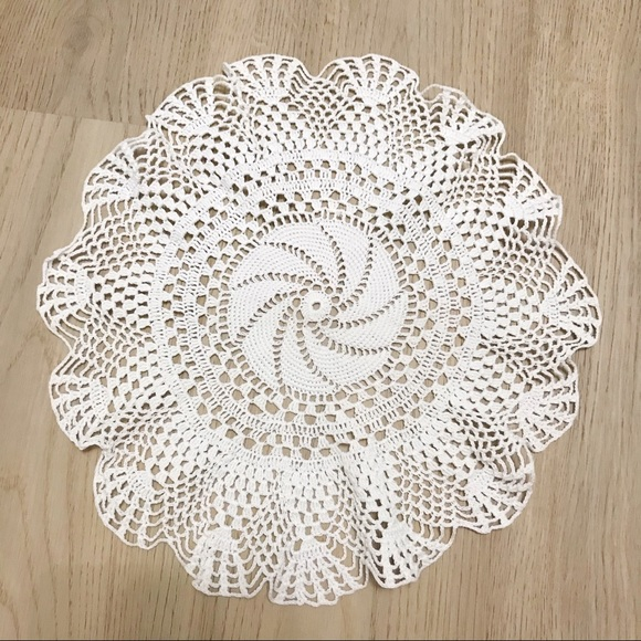 Round crochet table placemat